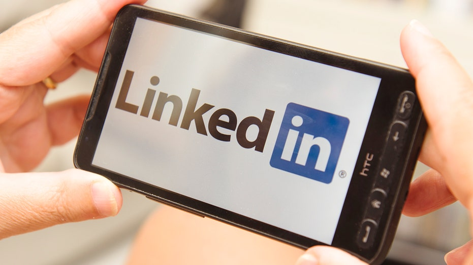 Apple : LinkedIn sued over allegation it secretly reads Apple users' clipboard content