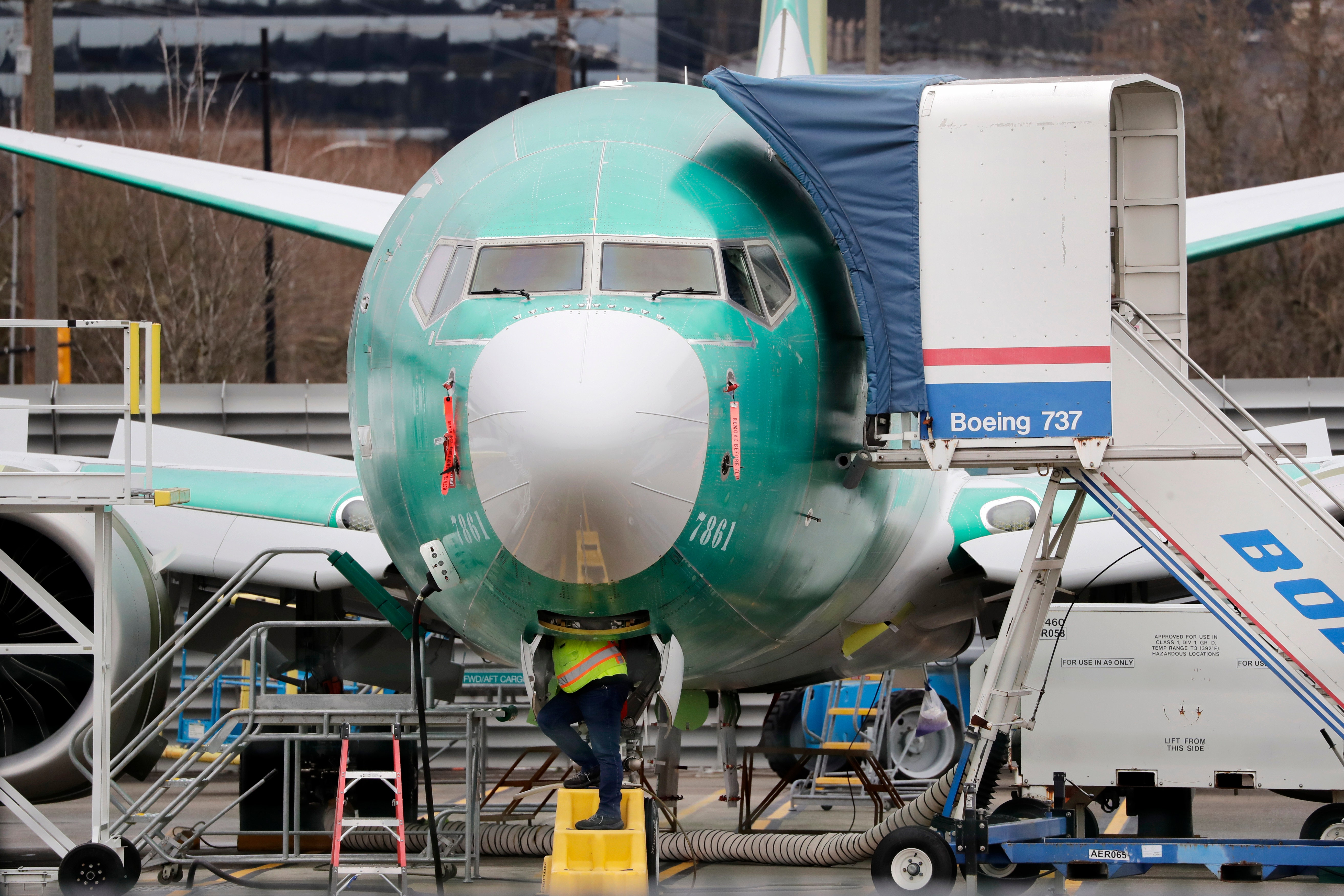 Coronavirus pushes Boeing to offer early retirement, buyouts