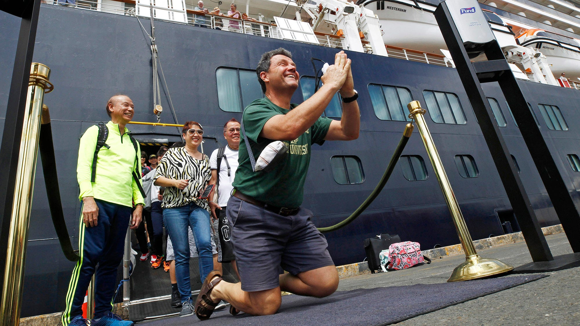 Cruise stranded by virus fears ends with roses...