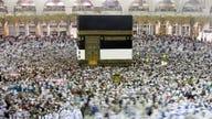 Responding to coronavirus, Saudis close Islam's holiest sites to foreigners