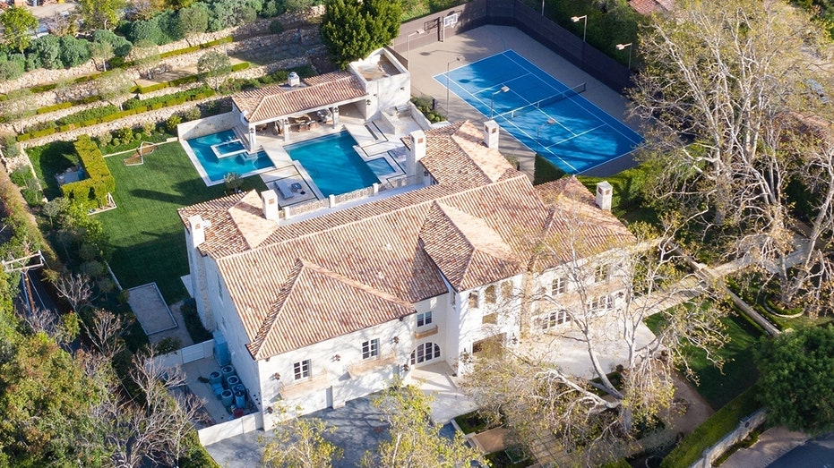 meghan markle prince harry tempted by 7m malibu mansion fox business meghan markle prince harry tempted by