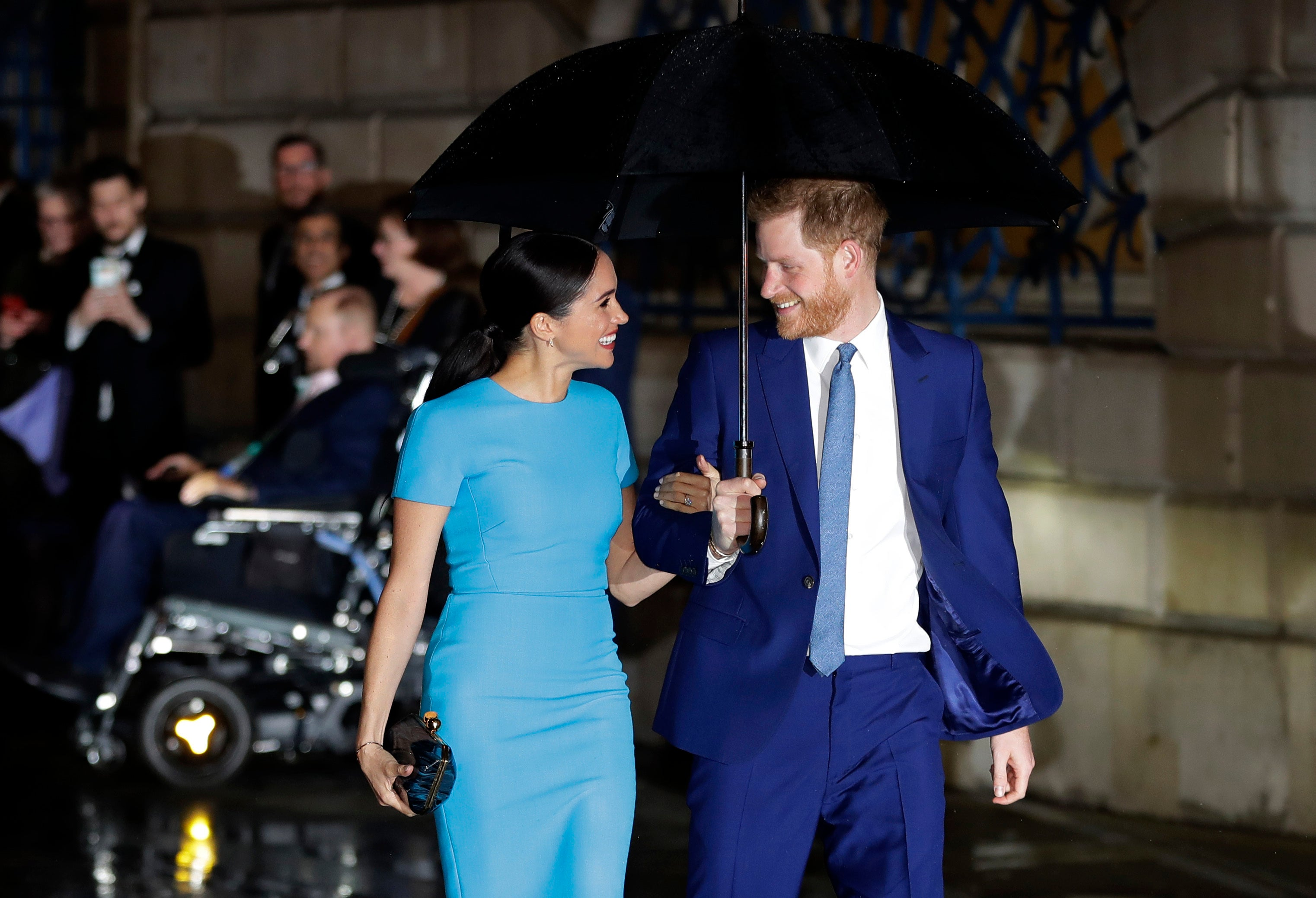 meghan markle and prince harry shopping for home in los angeles report fox business meghan markle and prince harry shopping