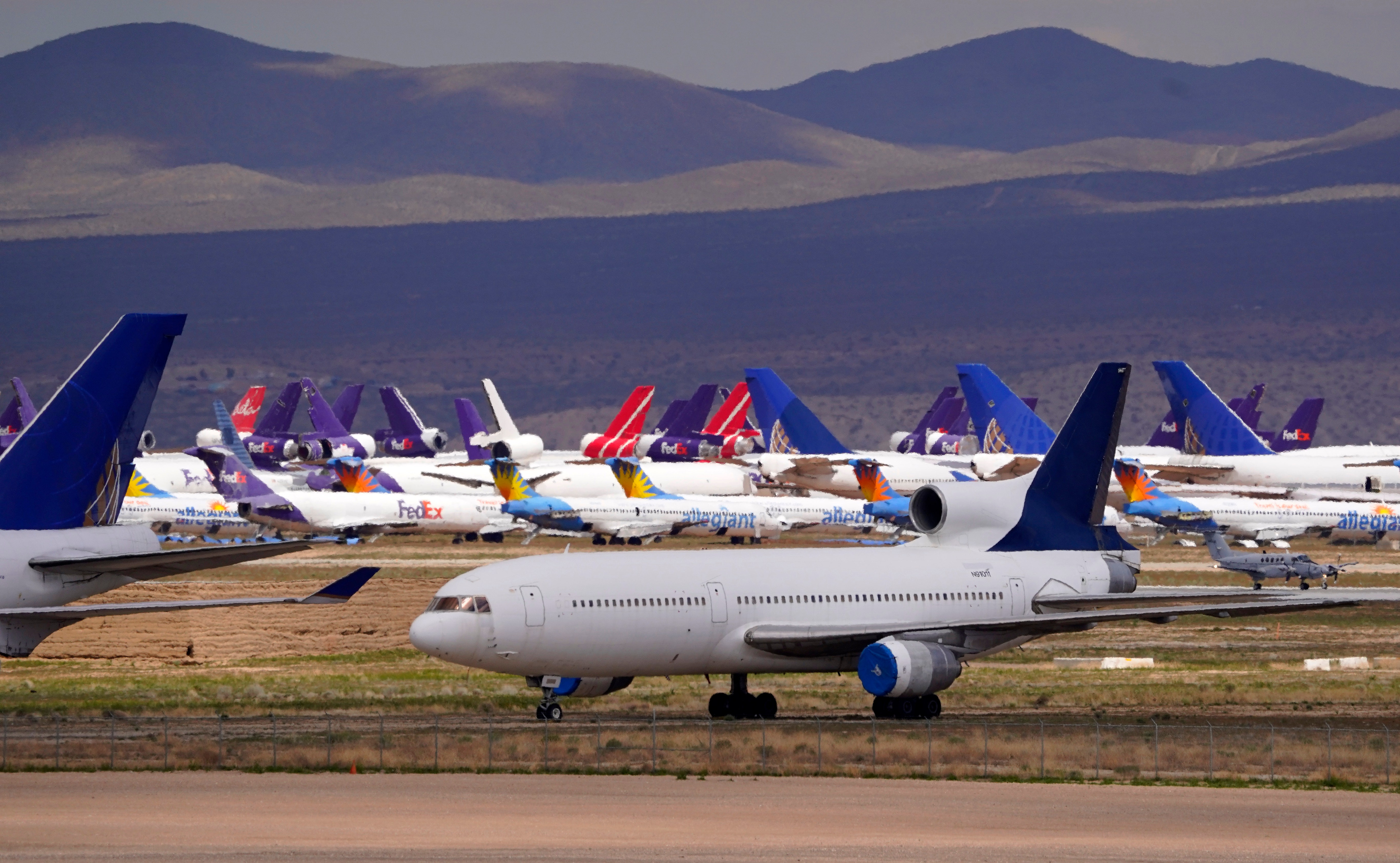 Seven airlines close billions of dollars in loans with Treasury thumbnail