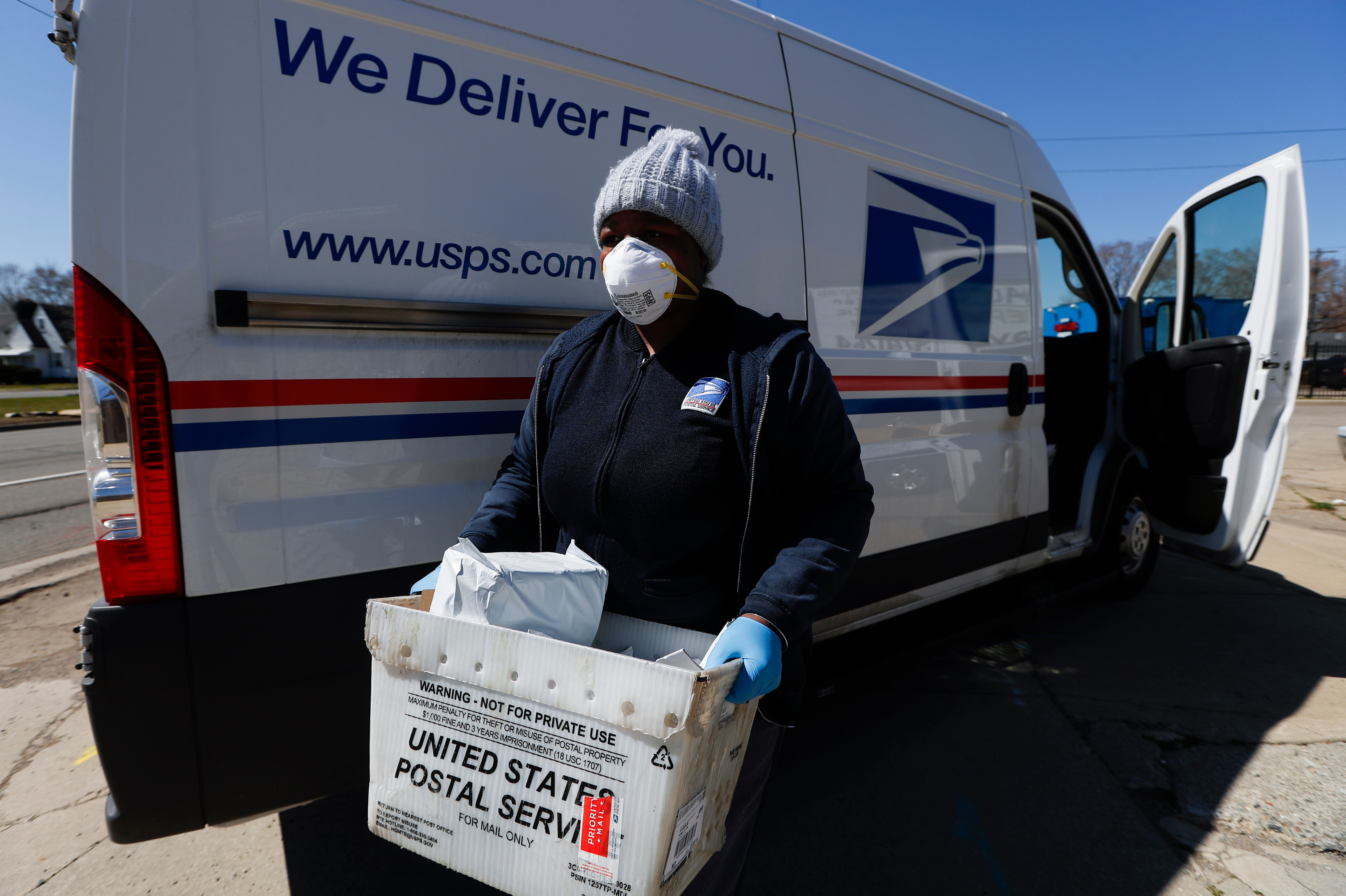 Postal Service to consolidate postal districts, offer early retirement to non-union workers - Fox Business