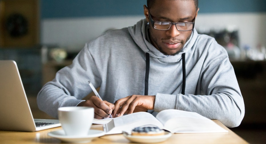 4 private student loan tips for undergrads - Fox Business
