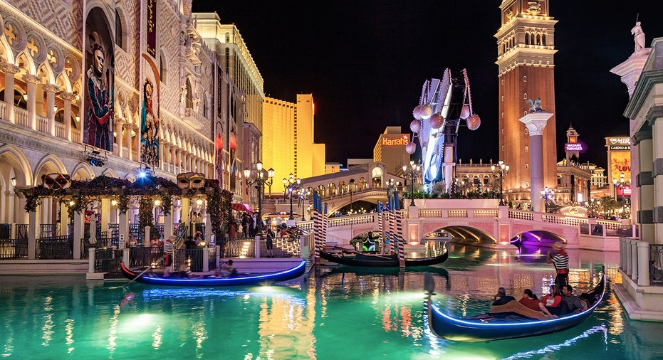 Nevada casinos report nearly 40% drop in winnings in March