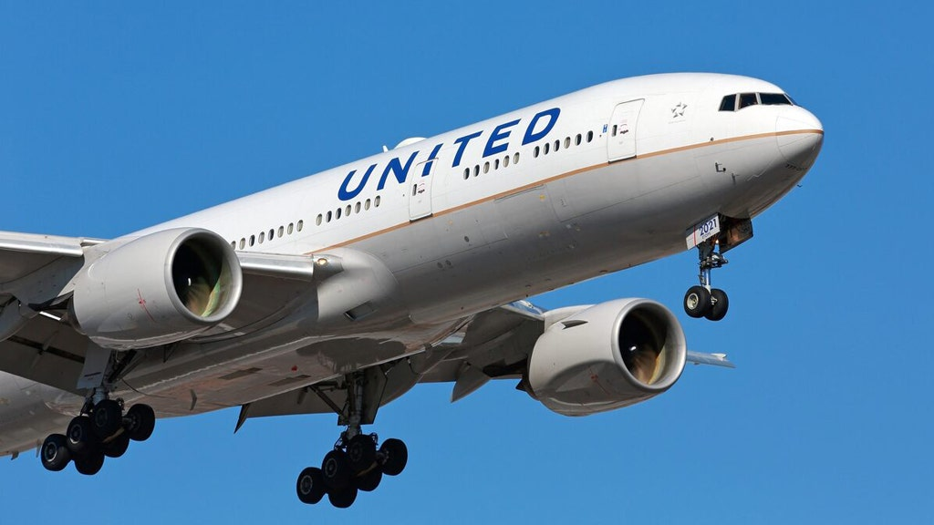 United pilots to consider furlough and early retirement deals – Fox Business