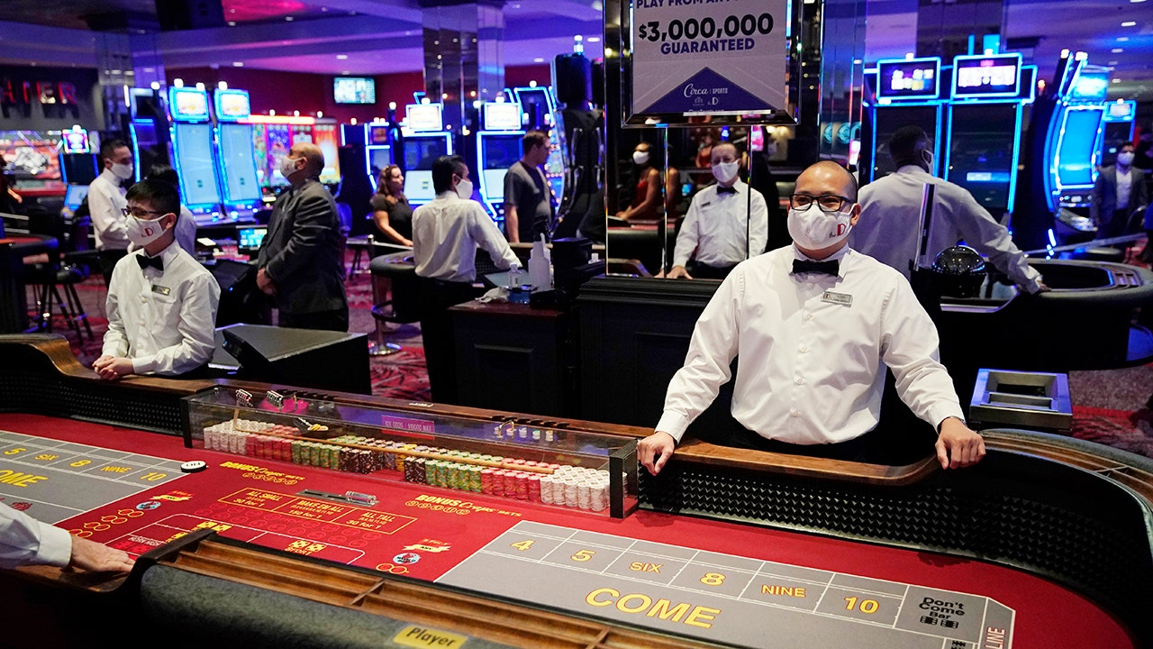 Las Vegas casinos light back up to 'pent-up demand' | Fox Business