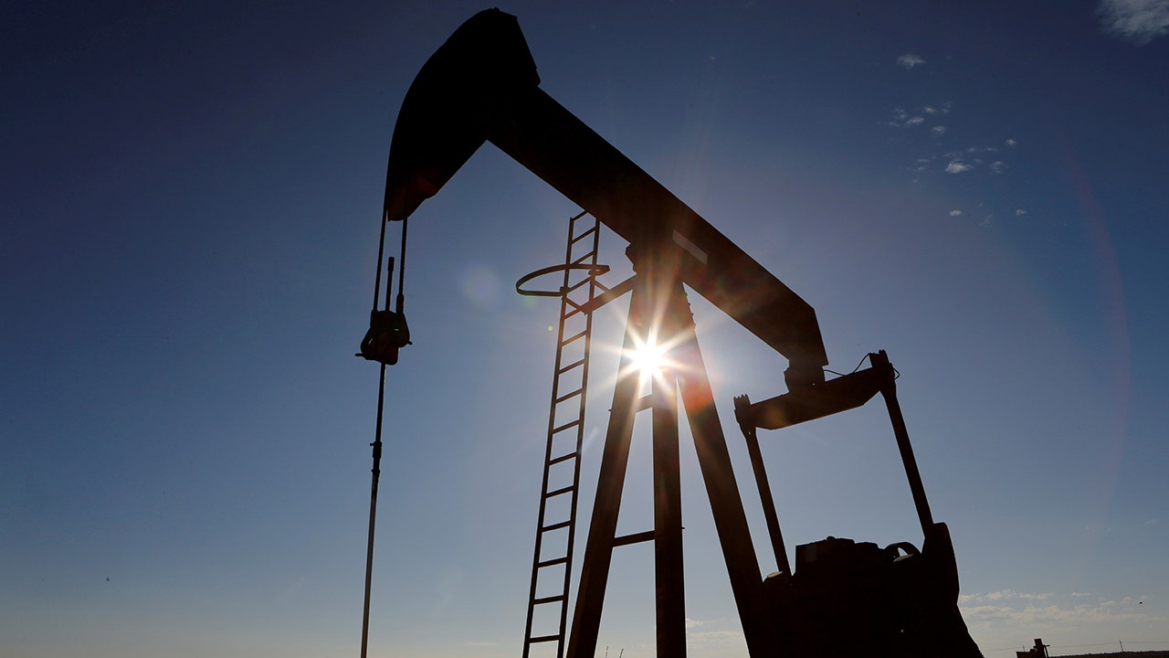 Oil prices rise on stronger economic outlook, US stockpile draw  image