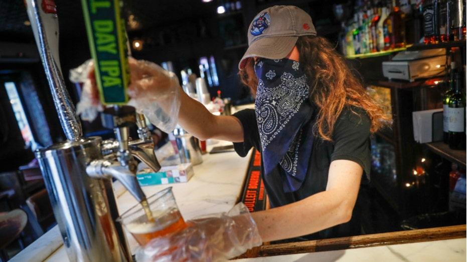 Cuomo bans to-go alcohol sales at NY bars, restaurants