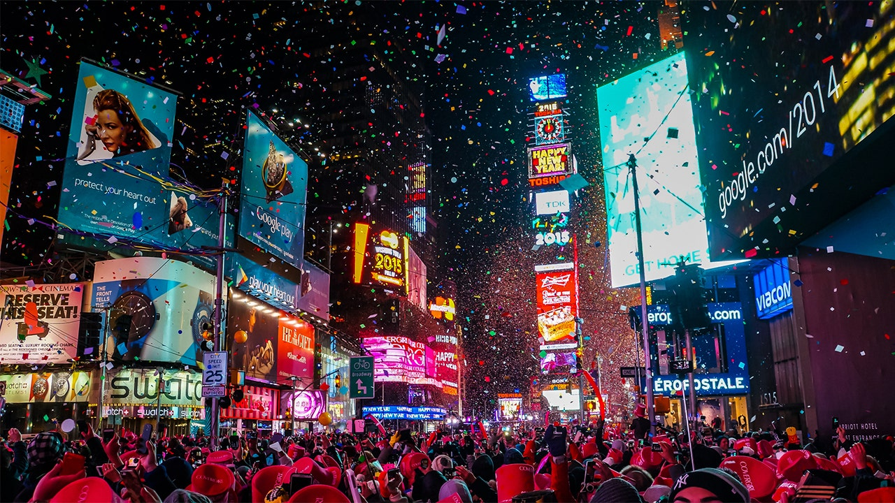 Times Square to ring in 2021 with digital New Year's Eve celebration | Fox Business