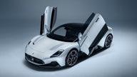 $210G Maserati MC20 supercar debuts with 621 hp V6, electric version to follow
