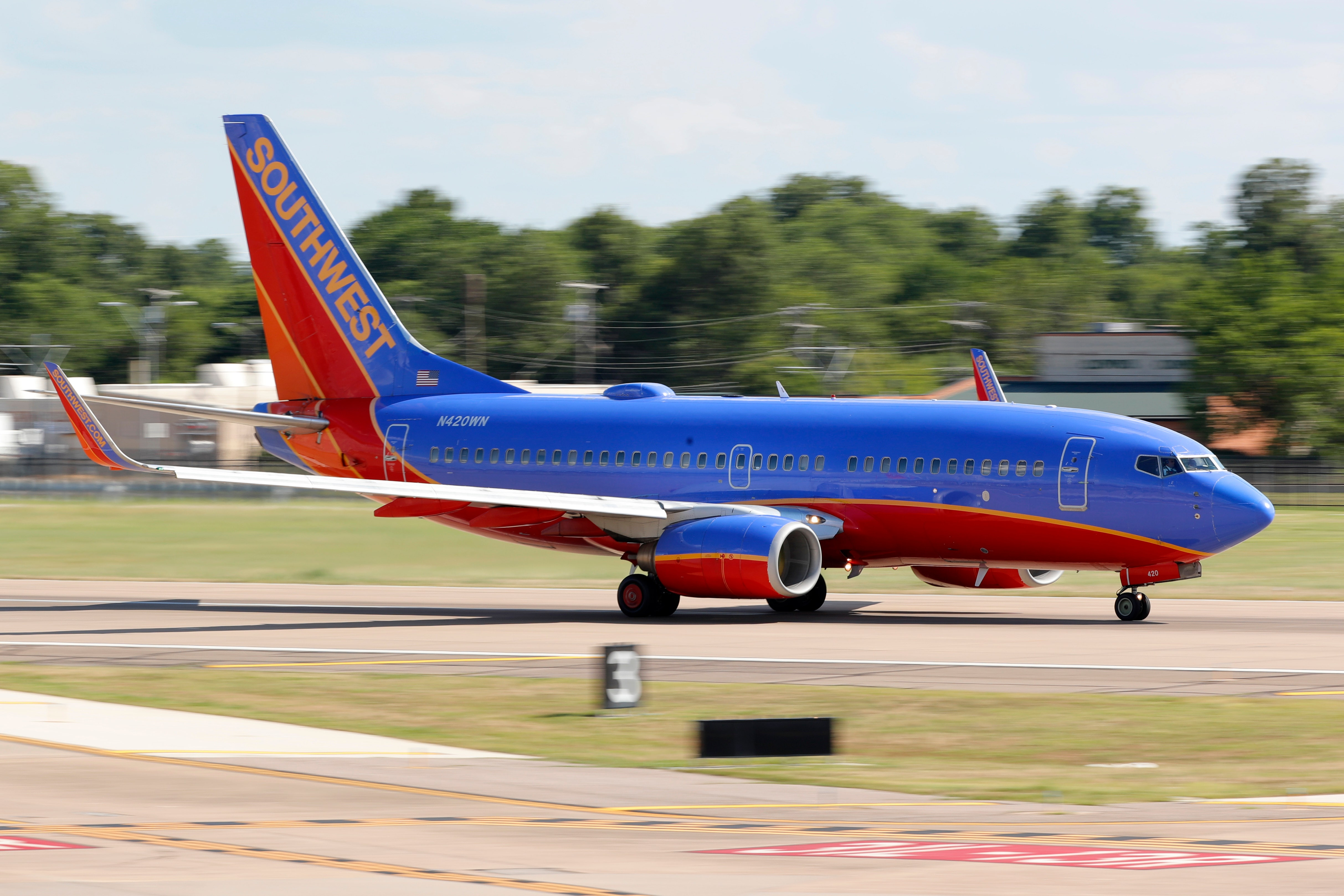 Southwest CEO announces pay cuts to avoid layoffs furloughs through 2021 – Fox Business