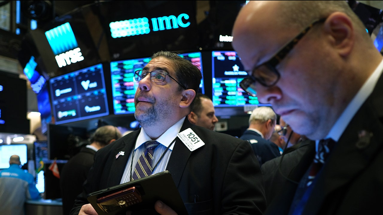 Stock futures rebound on positive earnings as stimulus deadline looms