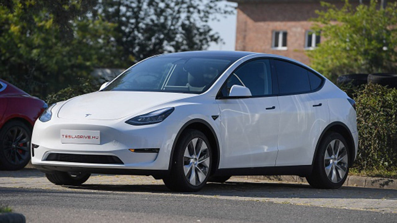 Tesla test drive shows Autopilot will run without passenger behind the wheel