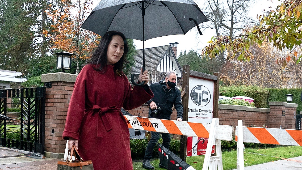 RCMP officer denies he tried to get Meng Wanzhou phone passcodes