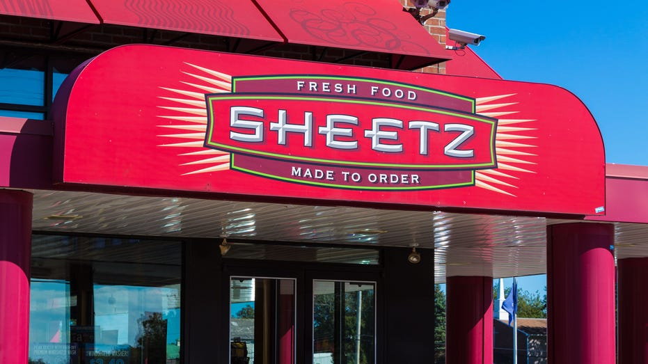 Sheetz Fresh Food Made-to-Order Sign Entrance