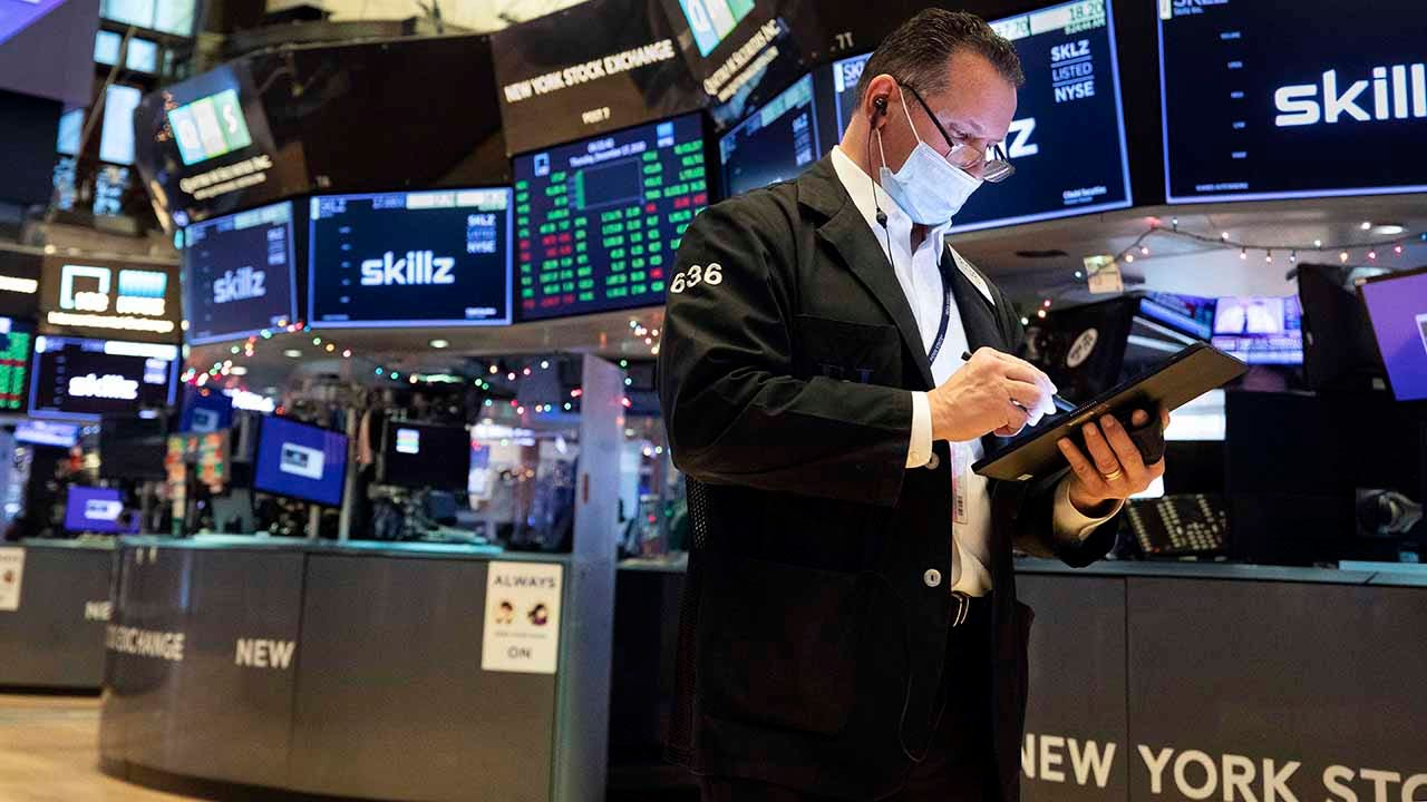 US stocks flat as investors concerned economic recovery may have stalled