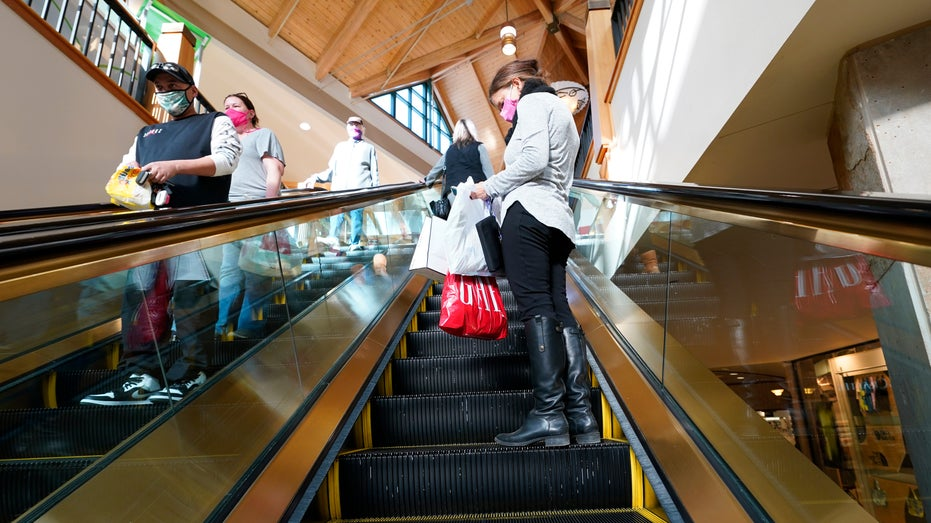 Outlook projects 10,000 US retail stores will close in 2021