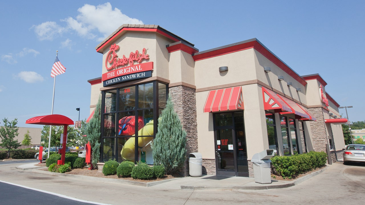 Chick-fil-A experiences US credit card system outage - Fox Business