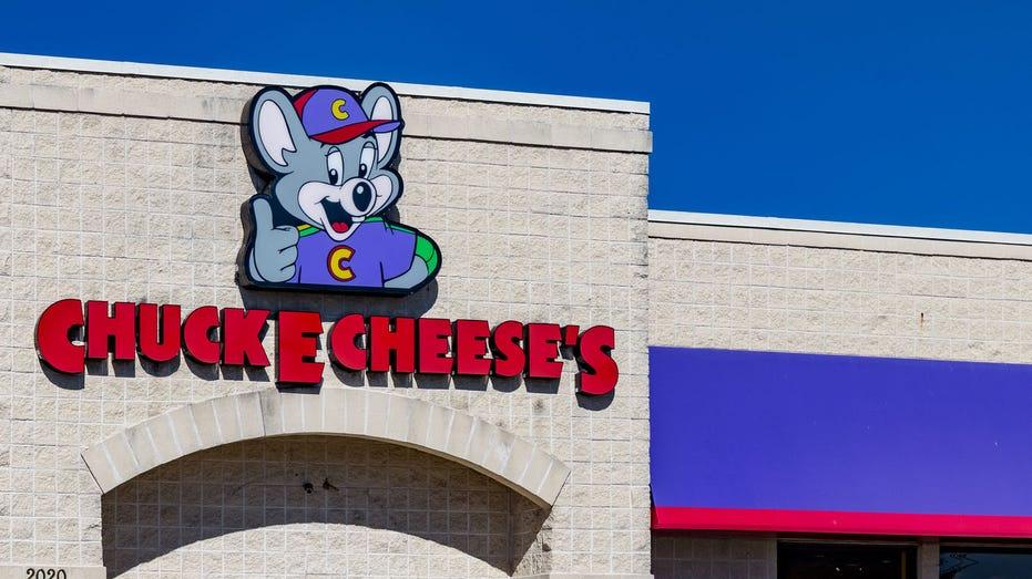 Chuck E Cheese marquee