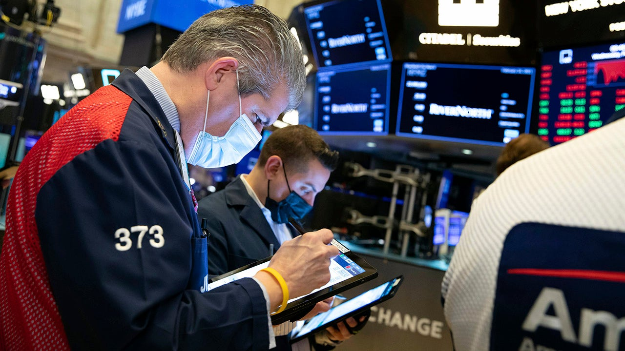 Dow sinks 470 points as 10-year treasury pulls back from one-year high