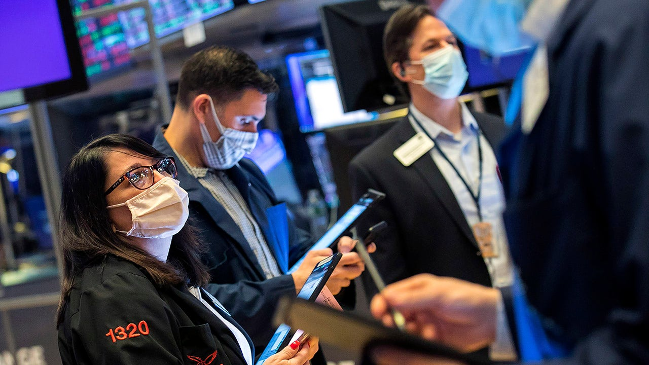 Tech stocks pummeled as bond yields rise