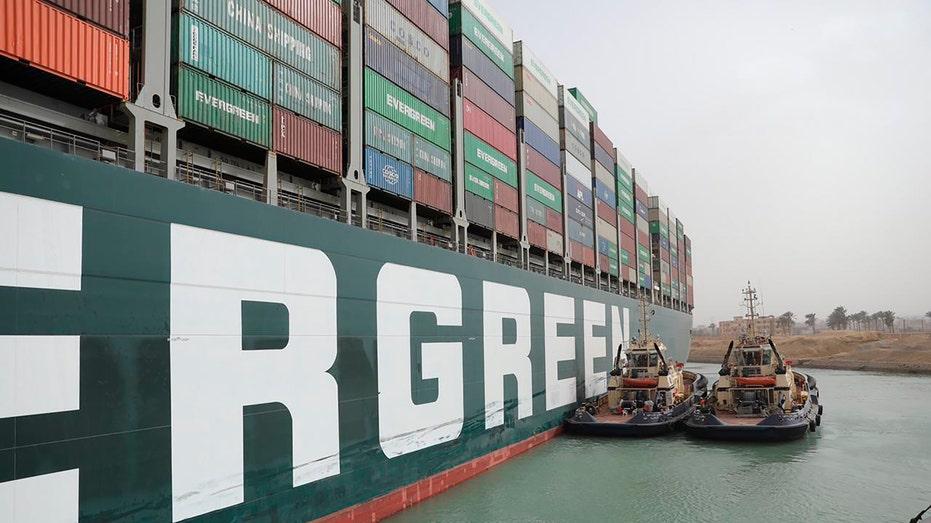 Massive cargo ship still blocking Egypt's Suez Canal