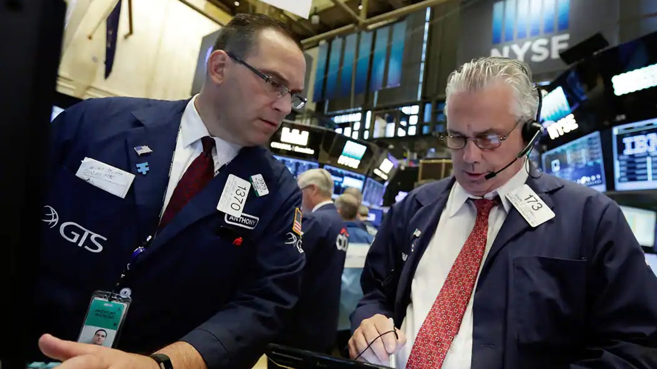 Stock futures trade lower before the economic data