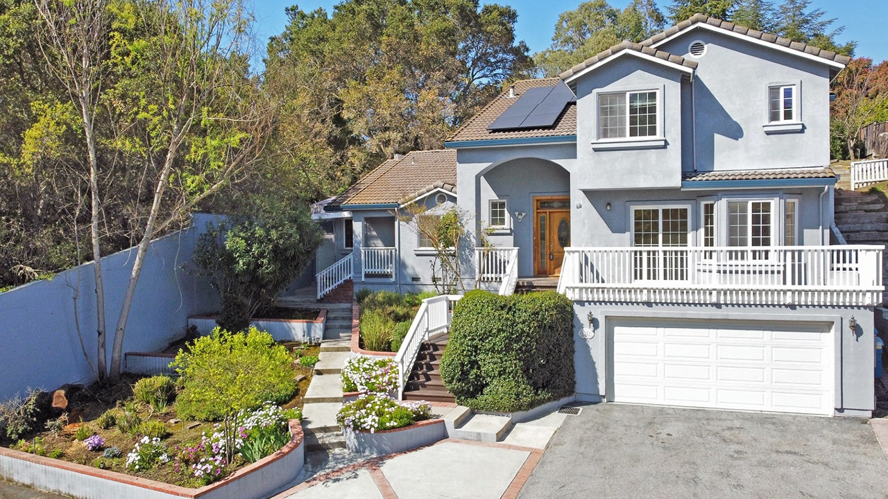 Mark Zuckerberg's former landlord is renting out 'Casa de Facebook'