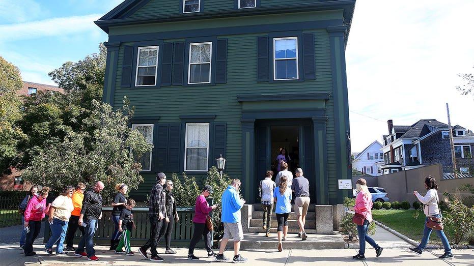 lizzie-borden-house---Massachusetts-2-thumb