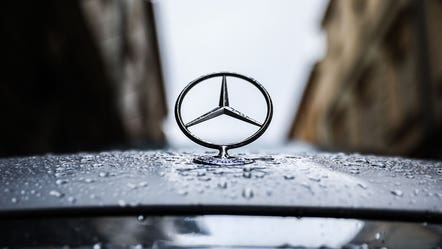 Mercedes-Benz pushing to go all-electric by 2030