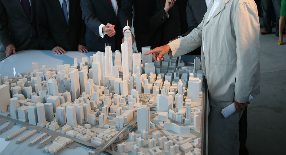 Larry Silverstein, World Trade Center master planner Daniel Libeskind, and WTC architects view a 3D model of the World Trade Center project