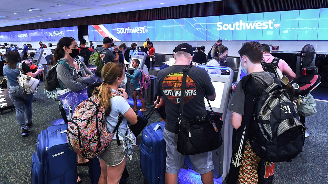 Southwest cancels more than 1,000 flights, Cruz says it's Biden's 'illegal vaccine mandate at work'
