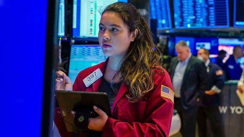 Female-trader-on-new-york-stock-exchange-floor