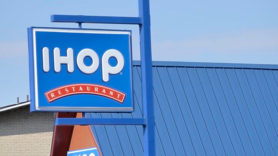 IHOP (International House of Pancakes)