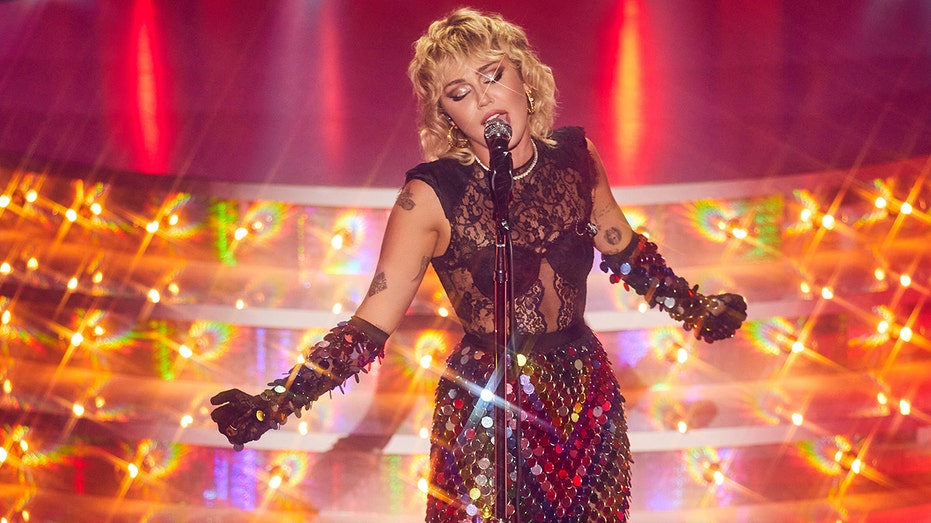 Miley Cyrus revealed she almost had a panic attack at a recent concert.