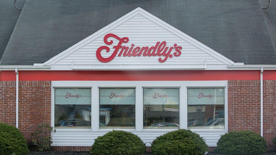 Friendly's family restaurant, ice cream dessert