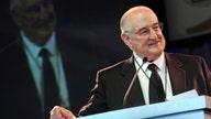 Walter Scott Jr., business partner of Warren Buffett, dead at 90