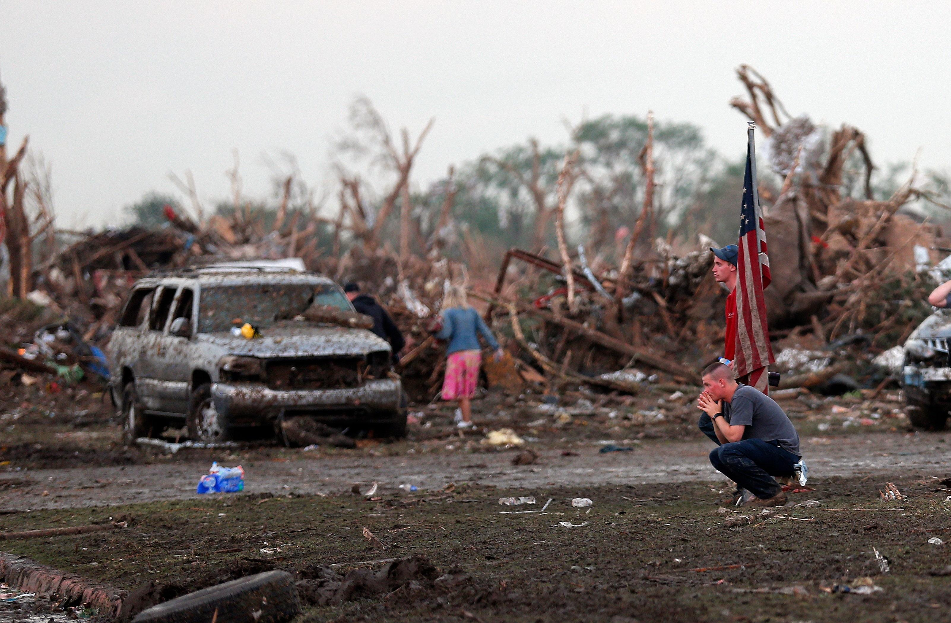 tornado dead body pictures - HD1600×1000