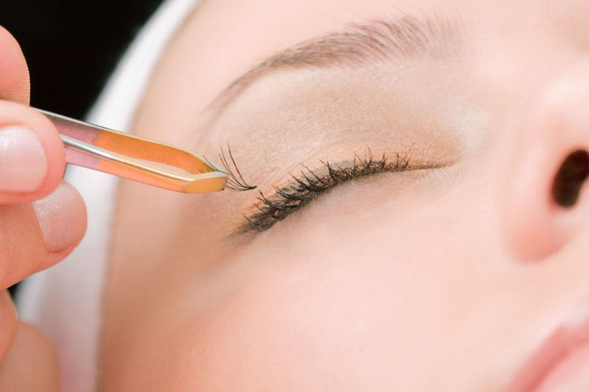 Killer Eyelashes Latest Beauty Craze Linked To Severe Allergies