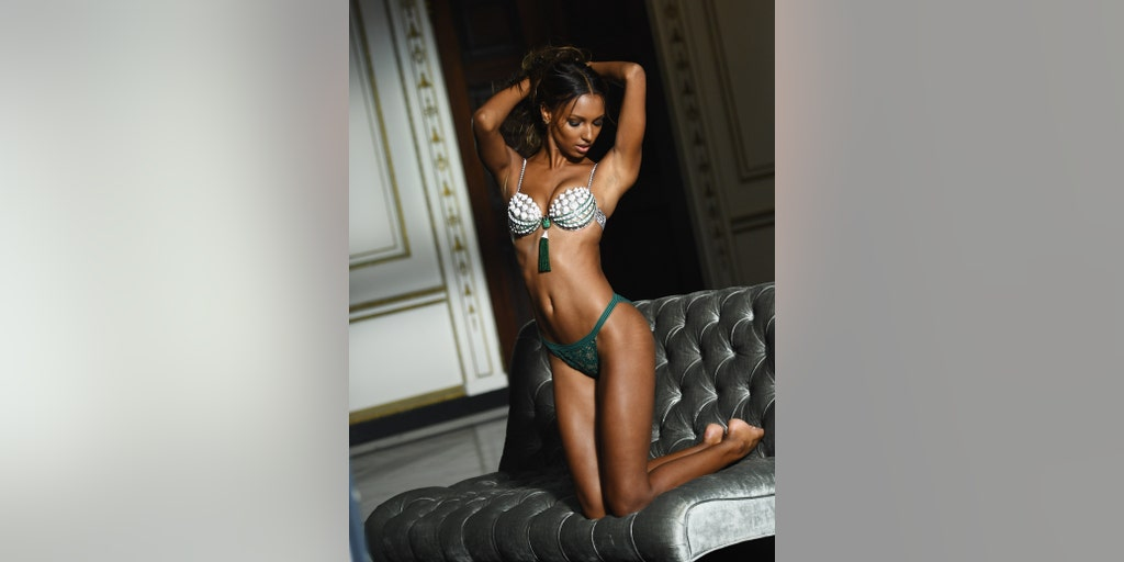 da4703b0b9 Victoria s Secret praised for unretouched photos of model with stretch marks
