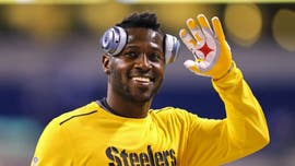 Antonio Brown trains with Deion Sanders, working on NFL comeback
