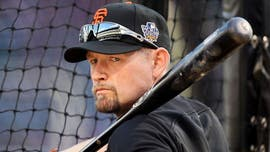 Aubrey Huff creates social media frenzy over mocking men's fashion: 'Carrying a purse is not cool'