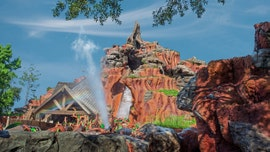 Disney World's Splash Mountain boat sinks in viral Twitter video, guest claims they were told to remain inside