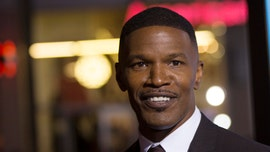 Jamie Foxx cracks up audience, cast with flubbed line: 'It's live!'