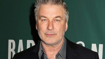 Alec Baldwin bashes Democratic candidates in fiery tweets: 'Why is the bar so low?'