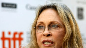 Faye Dunaway fired from play reportedly for unprofessional behavior, bombing on stage