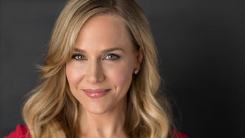 'Dexter' star Julie Benz dishes up killer holiday party cooking tips
