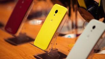 Motorola phone made in US isn't more expensive to make, iSuppli says